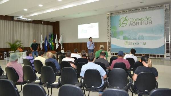 Daniel-Latorraca-addresses-group-at-AgriHub