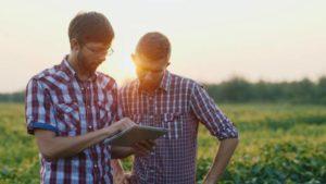 Farmers-on-tablet